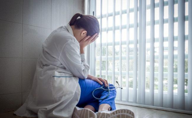 Odpowiedzialność cywilna lekarza a podstawa zatrudnienia